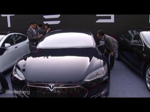 Tesla Hands Keys to First China Customer