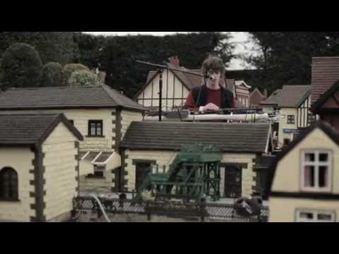Cosmo Sheldrake – The Moss (Live at the Village)