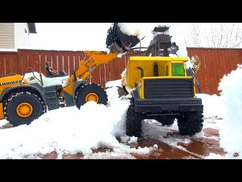 RC ADVENTURES – Blizzard in May – Dangerous Conditions – Loader Snow Removal