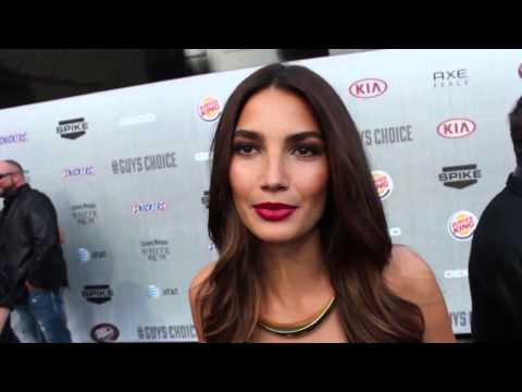 Lily Aldridge Was Surprised To Be Awarded The Guys Choice Holy Grail Of Hot