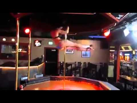 Bored Stripper Displays Her Athleticism