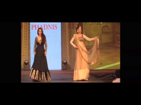 Model falls down at Vikram Phadnis' 9th Annual 'Caring with Style' fashion show