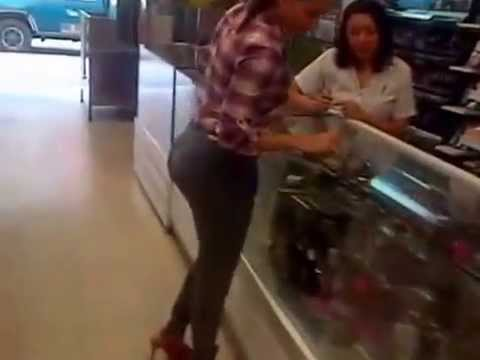 CULAZO EN UNA TIENDA DE COLOMBIA [ FICHIS IN THE HOUSE ]