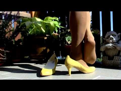 shoeplay with yellow pumps