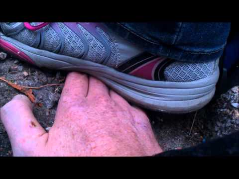 unknown finger crushing – sneakers -2-