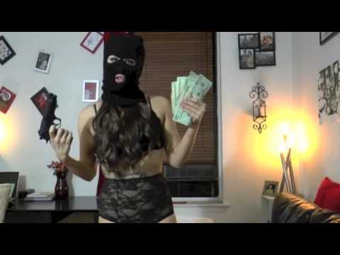 Sexy Ass Lingerie Model Robs Bitches – Hilarious