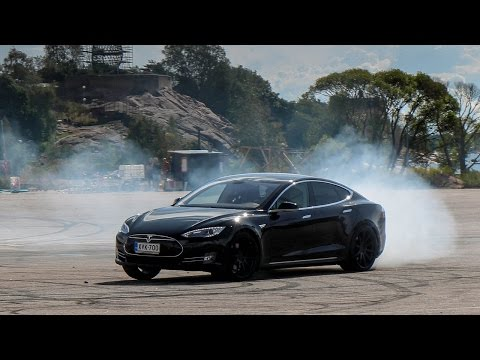 Drifting an Electric Tesla Model S – Gumball 3000
