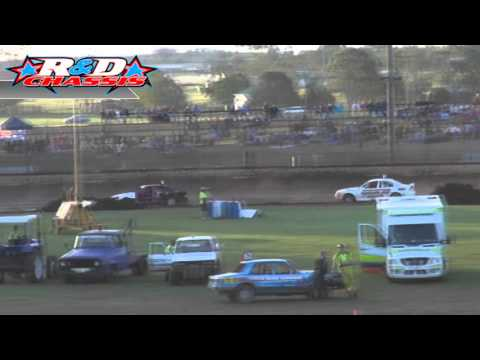 Production Sedans – Heat 13 – Australian Grand Prix – Kingaroy Speedway – 25.01.14