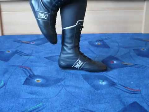 Jana shows her Everlast boxing boots black silver