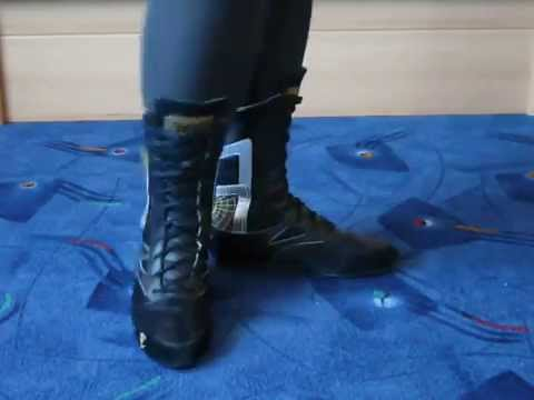 Jana shows her Everlast boxing boots black silver gold
