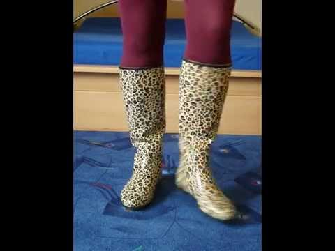Jana shows her leopard rubber boots