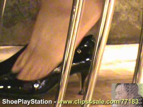 Candid sexy shoeplay dangling dipping – YT001