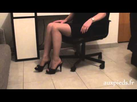 Walking in High heels – Perfect feet in sexy mules and stockings and dangling
